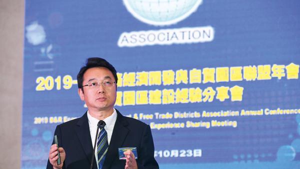 """中國產業園區的發展規劃體系和""""走出去""""戰略 ——中國(深圳)綜合開發研究院副院長曲建演講分享<br/>China's industrial park development planning system a..."""