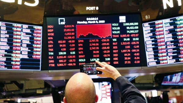 全球金融市場劇烈震盪<br/>Global financial market tumbles tremendously